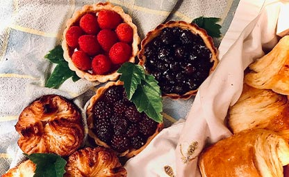 baskets-of-muffins-and-fruit